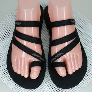 Flogos black and gray sz 8 thongs flip flops